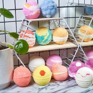 SAVE $21 LUSH 6 FOR $40 MYSTERY SET